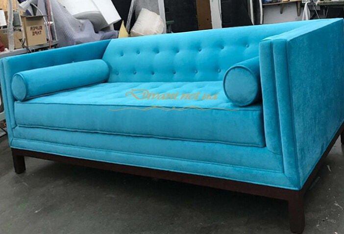 прмой диван голубой с подушками