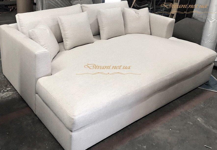 нераскладной ширкий диван со спальным местом