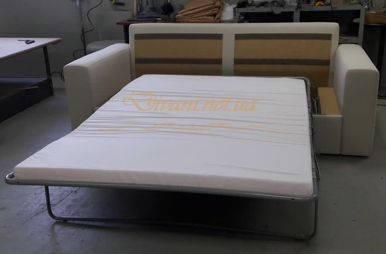 прямой диван со спальным местом