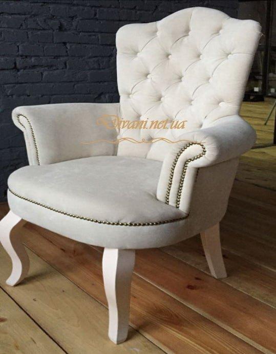 белое кресло честерфилд