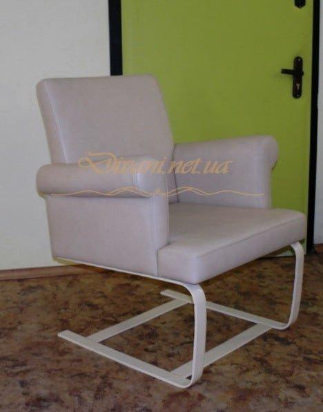 кресло на пружинной основе