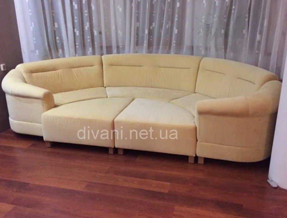 модульный круглый светлый диван