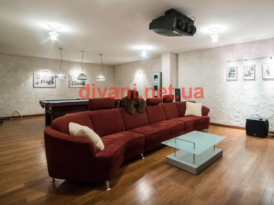 красный диван закругленный