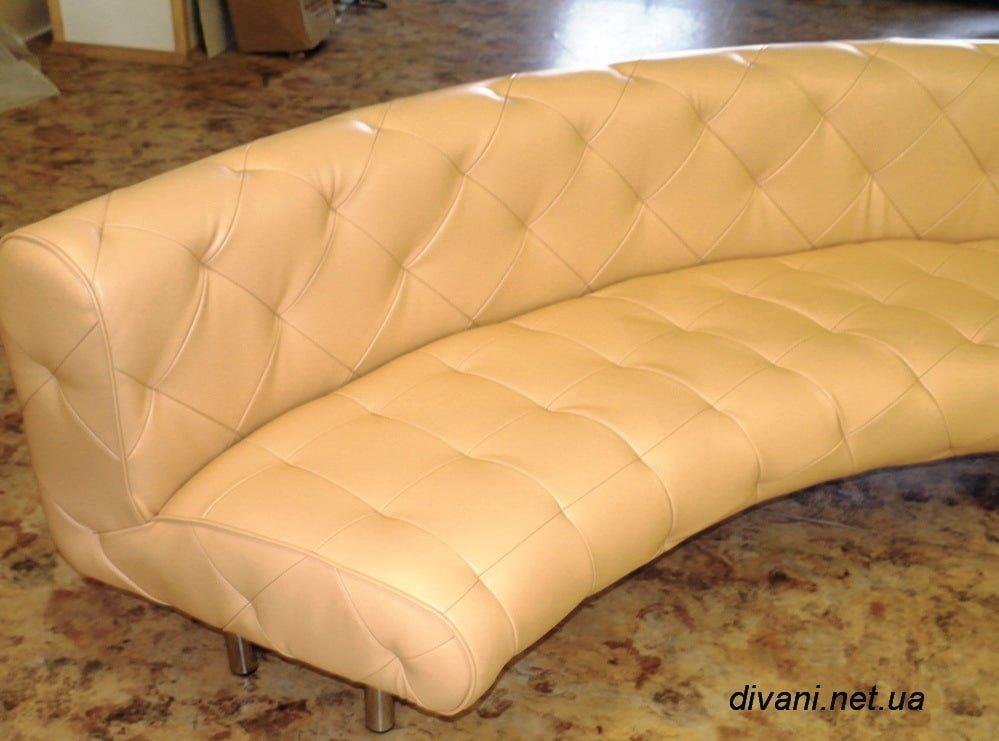 круглый диван с каретной стяжкой