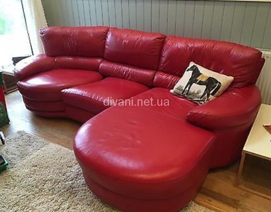 малиновый диван