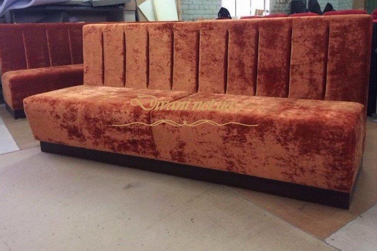 бордовый диван в ресторан