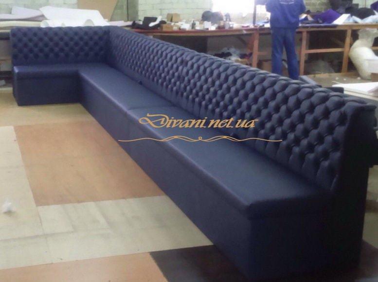 большой синий диван для кафе