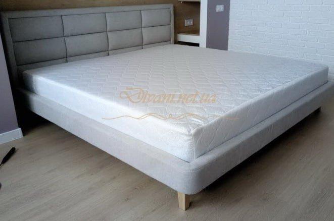 белая кровать с мягким изголовьем двойная