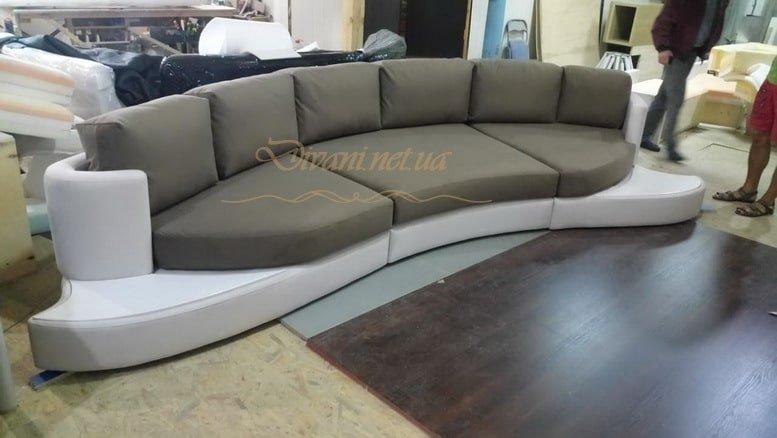 фотография полукруглого дивана