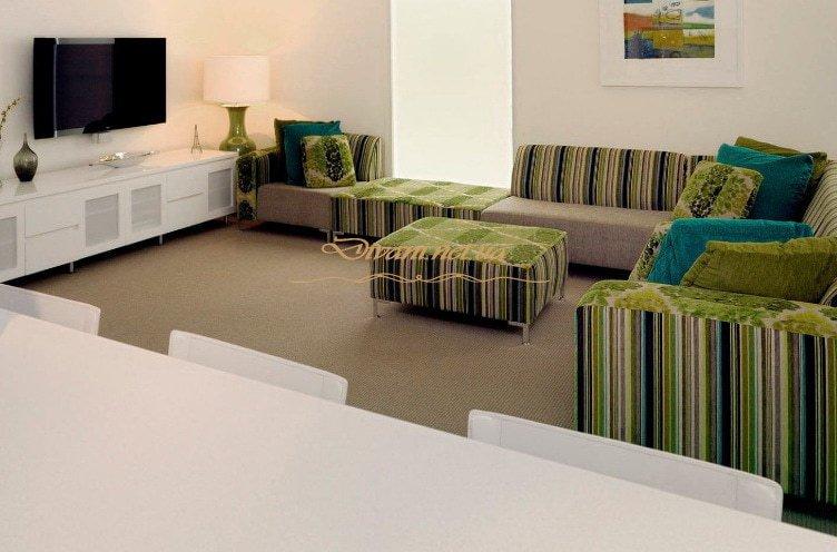 полосатая мягкая мебель для Выжгоода