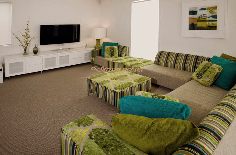 полосатая зеленая мягкая мебель для гостиной Выжгород