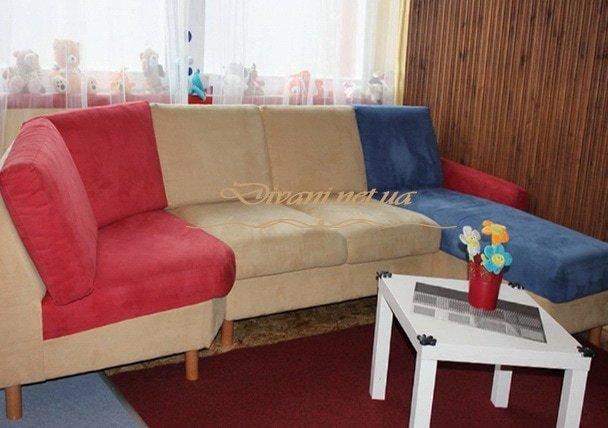цветной диван в кухню
