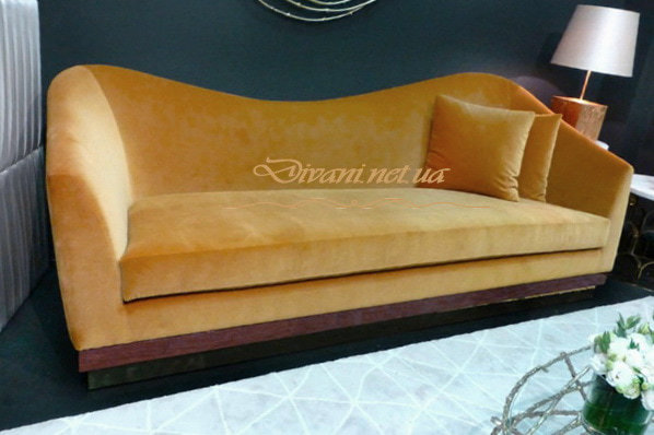 рыжий диван прямой