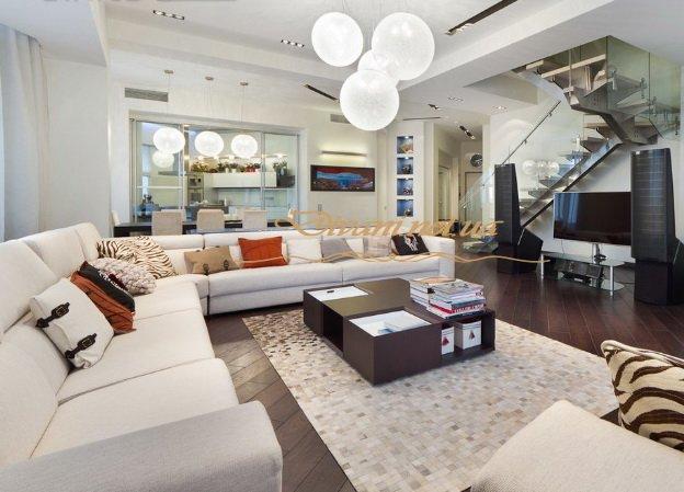 авторский диван в гостиную с подушками