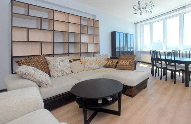 диван угловой в гостинной