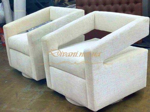 заказные белые кресла