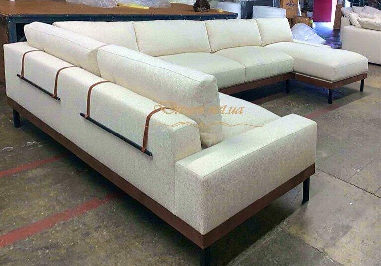 дизайнерский угловой диван в гостинной фото