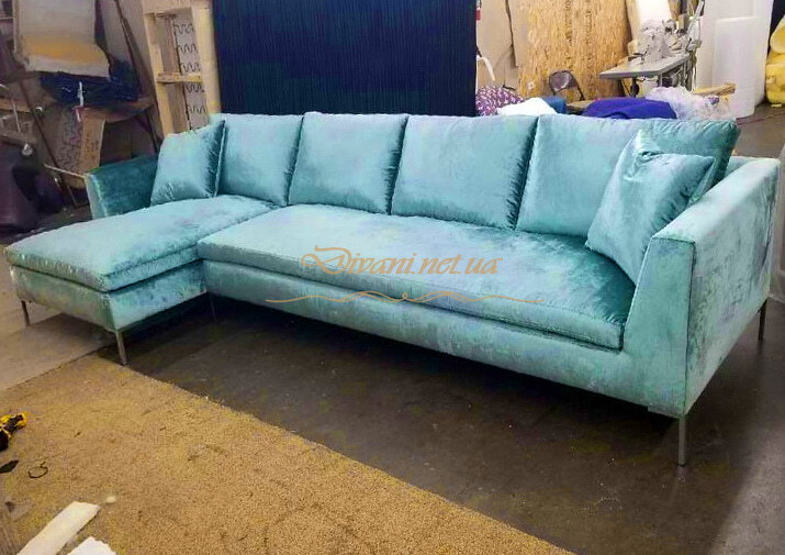 голубой угловой диван для гостинной