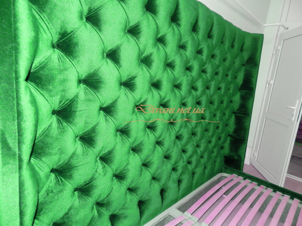 Мягкое изголовье кровати зеленого цвета