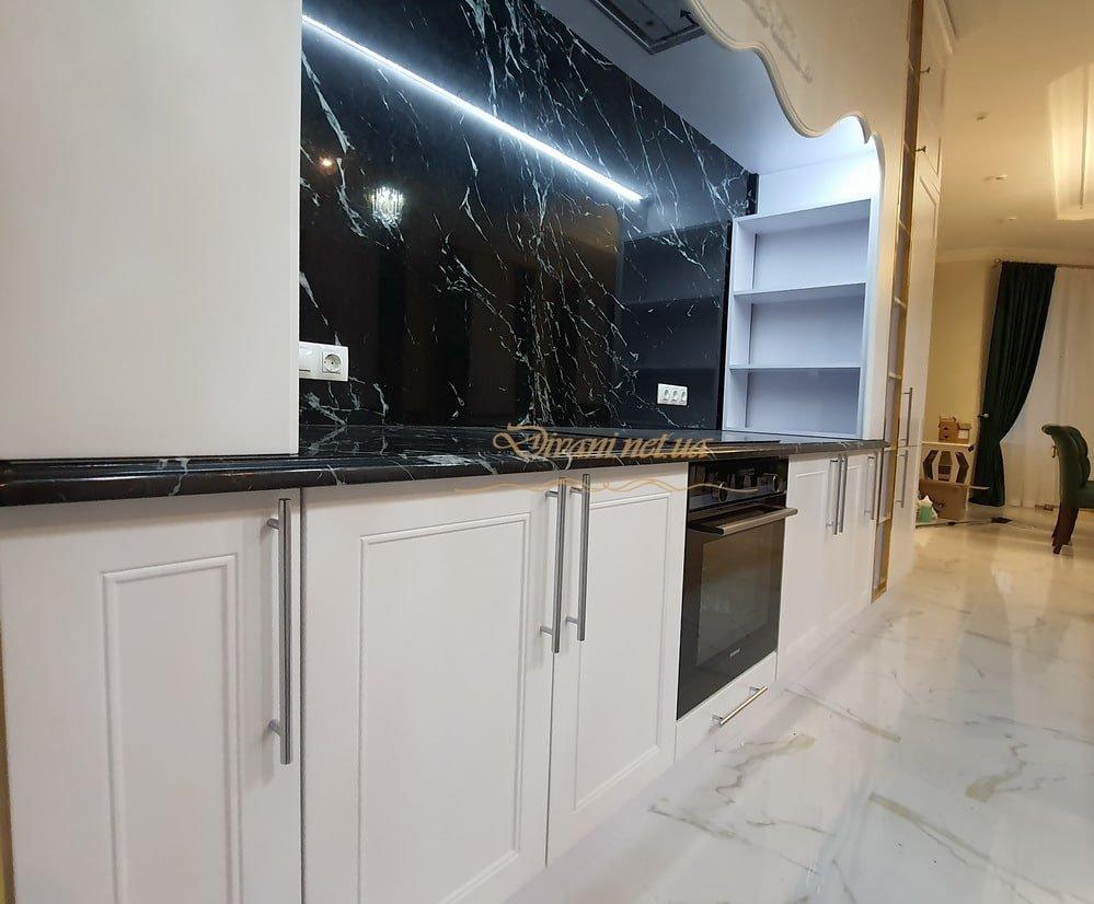 кухня с камнной столешницей на заказ Киев