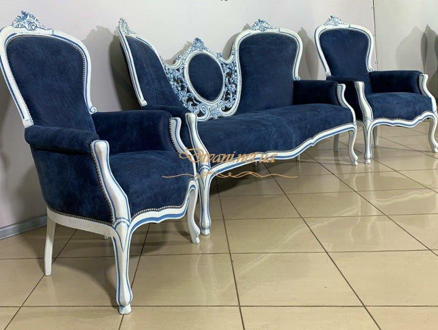 мягкая классическая банкетка синего цвета