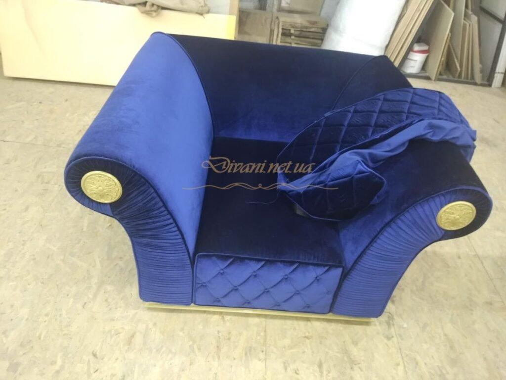 большое авторское кресло для отелея