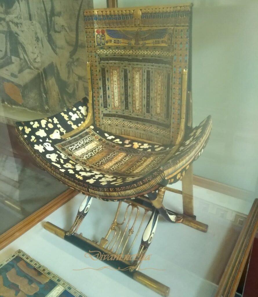 древний стул